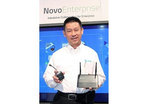 Ping Cheng, CEO of Delta Electronics operates the wireless collaboration system, Vivitek NovoEnterprise, to demonstrate how easy it enables a multi-user/multi-OS collaboration environment.
