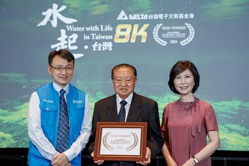 (From right) Ms. Shan-shan Guo, Vice Chairman of the Delta Electronics Foundation, Mr. Bruce Cheng, Founder and Chairman, and Mr. Wim Chang, Executive Director, shared the Gold Remi Award in the Shorts Documentary category in the Houston International Film Festival.