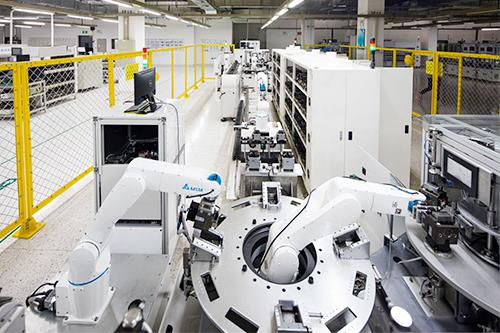 "With the development of smart manufacturing, ""flexibility in processes"" is the primary goal for robot manufacturers to achieve and to increase the demand for industrial robots."
